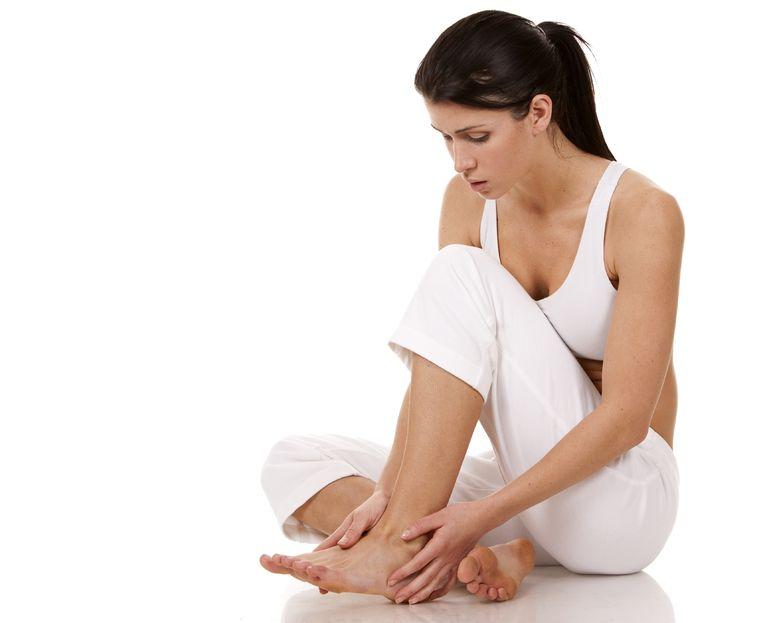 "12 Easy DIY Methods For Preventing ""Pins & Needles"" (Numb Feet)"