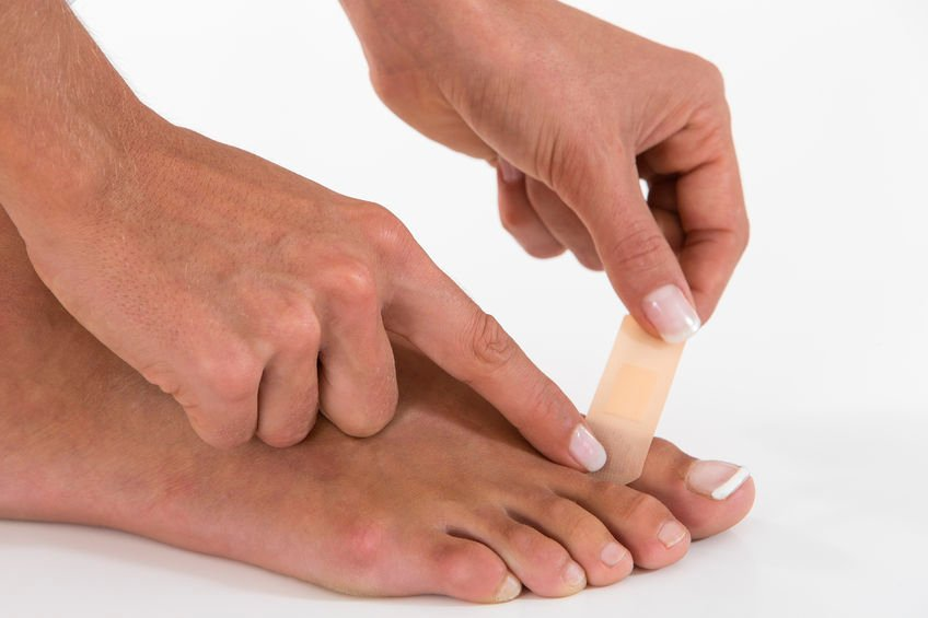 What Causes Water Blisters on the Toes?