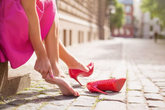 Causes of Heel Pain (+ Helpful Ways To Fix It)