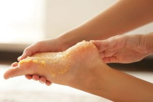 what to soak feet in to remove dead skin | DermalMedix